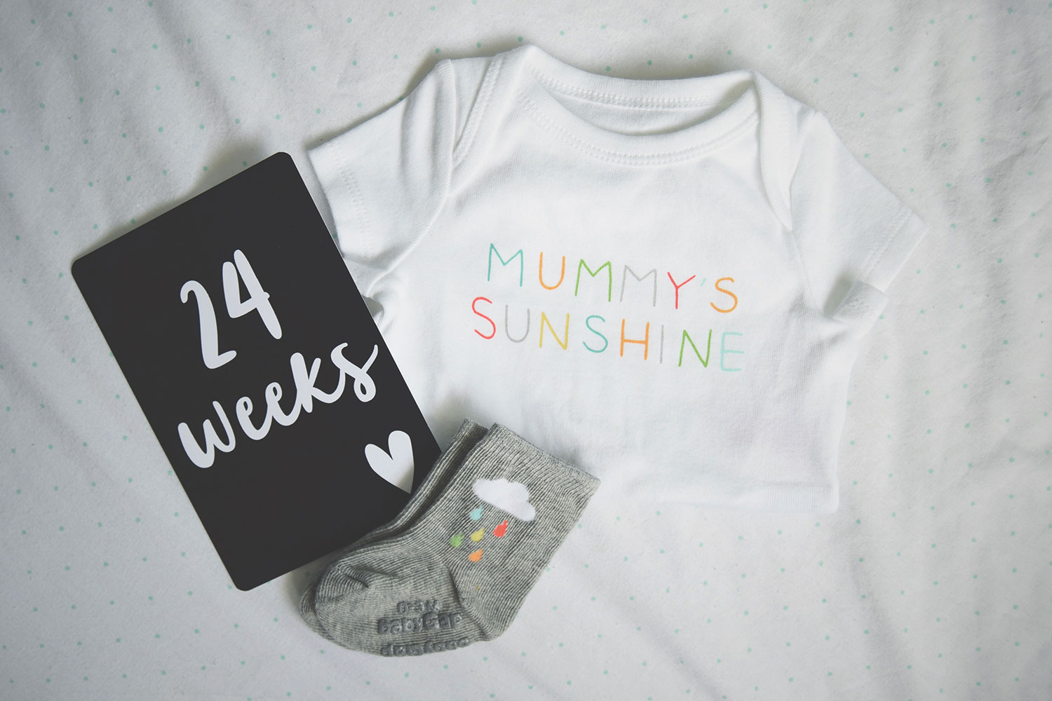 Pregnancy #2; 21-24 week update including bump shots, Leni and Co milestone cards and Baby Gap onesie and rainbow socks