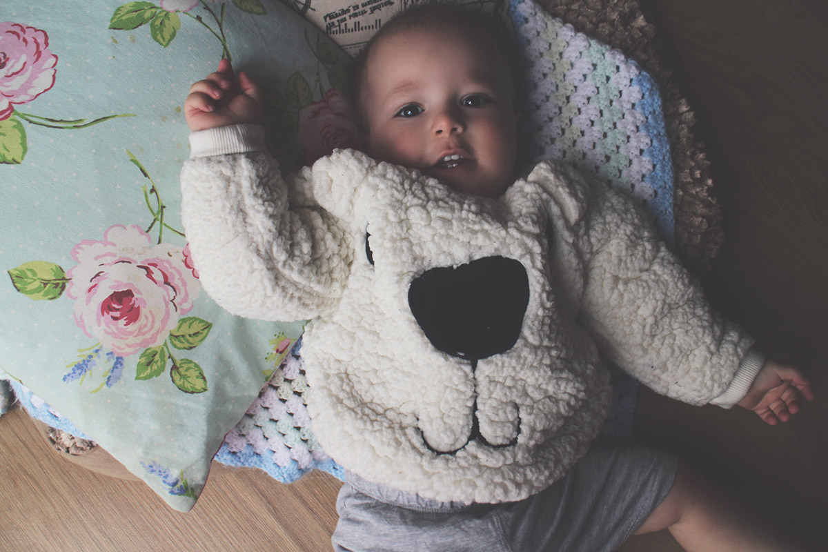 Fashion Friday // 020; Toddler wearing H&M polar bear jumper and grey shorts with Baby Gap bear slippers