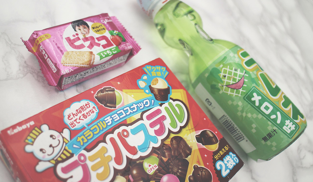 I'm Completely Obsessed with Japanese Candy - Unboxing of fizzy apple drink, rainbow chocolate crispy candy and sour strawberry crackers