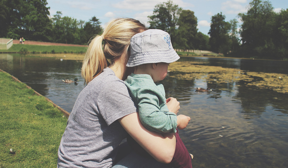 Babies & Blogging - Feeding the ducks outside at the park