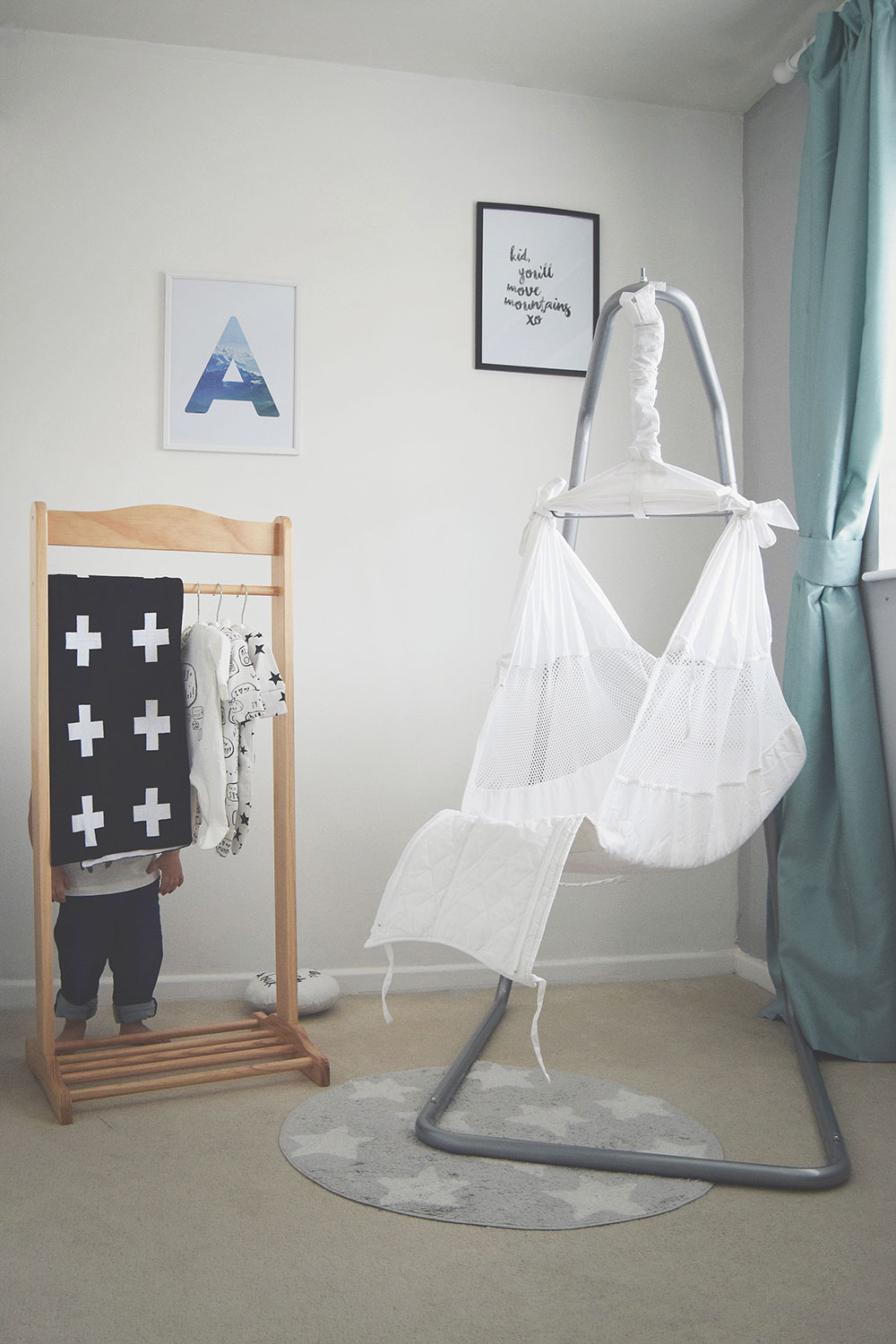 Poco Baby Hammock; Our First Impressions - Alternative to baby crib, for night and naps, baby sleep solution preventing colic and wind, creating feeling of being in the womb