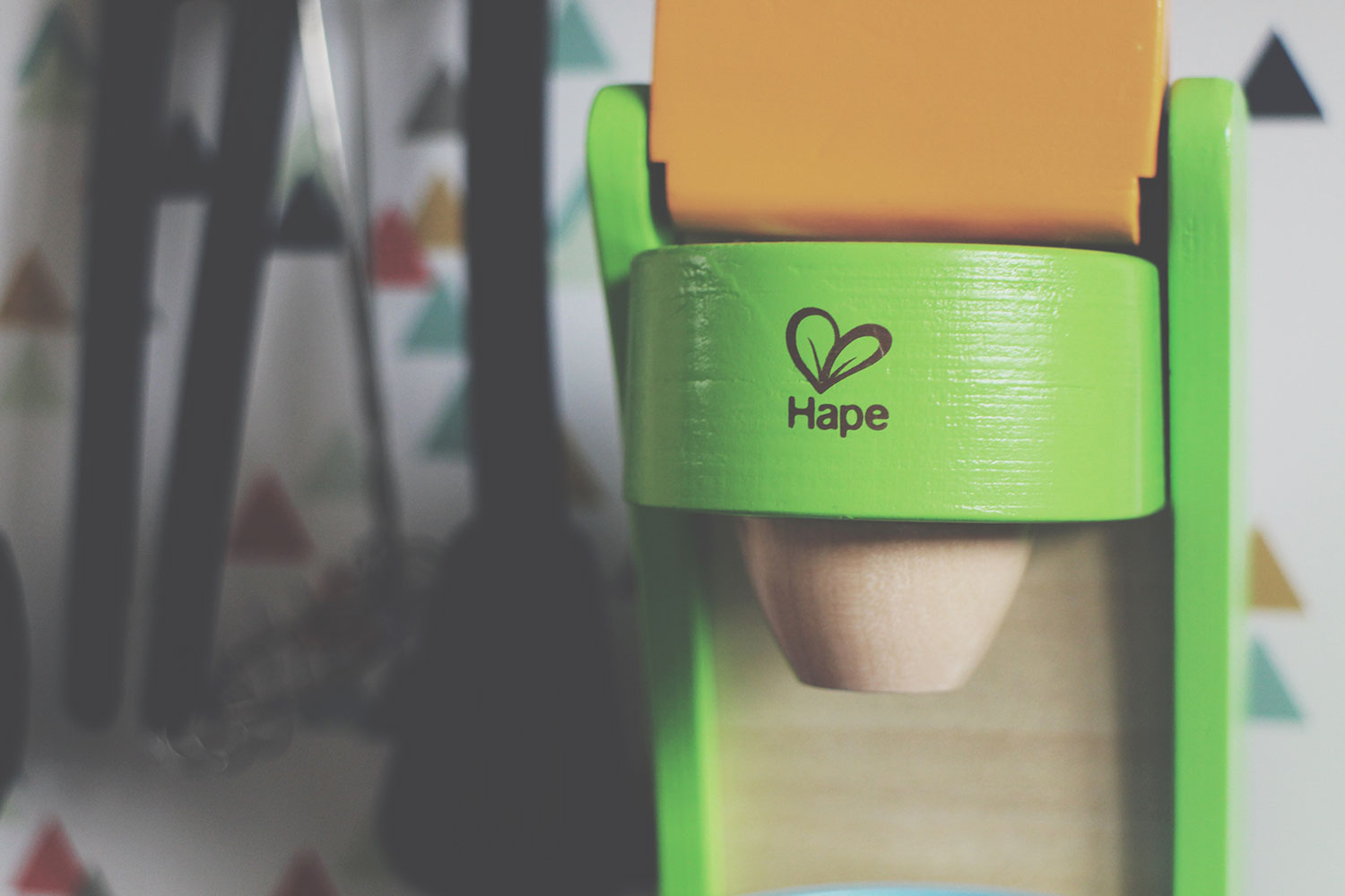 5 of The Best Wooden Toys for Toddlers - Hape wooden retro coffee machine with milk and mug